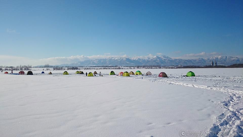 冬の北海道でワカサギ釣り体験