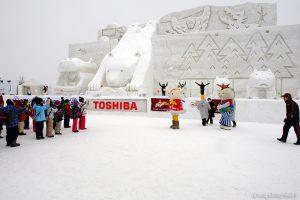 巨大すべり台から雪だるま作り体験に挑戦!旭川冬まつり2017