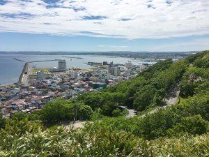 北海道の「十勝岳」が山開き!人気の日帰り登山に挑戦