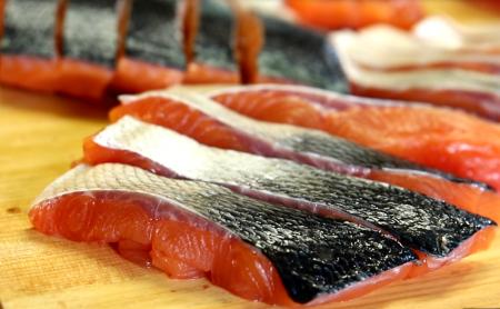 北海道の旬のめじか鮭を楽しむ(さばき方、食べ方レシピ)